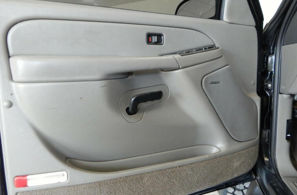 2005-Chevrolet-Suburban-2500-10