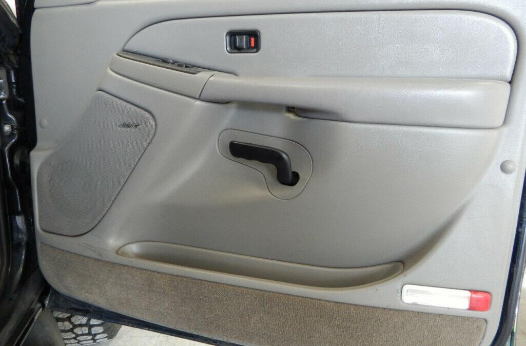 2005-Chevrolet-Suburban-2500-11