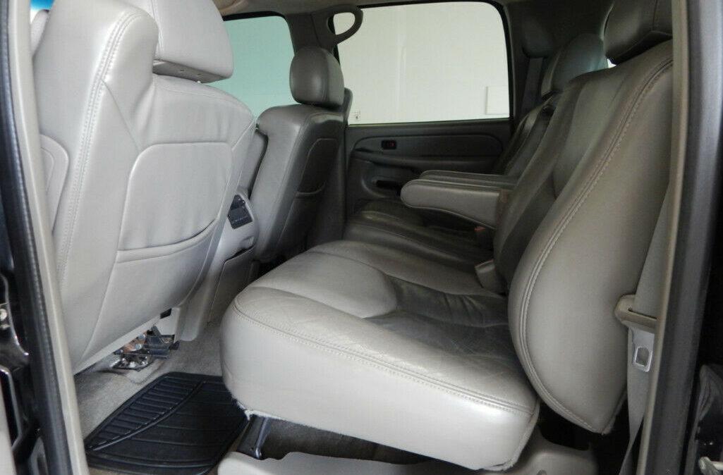 2005-Chevrolet-Suburban-2500-12