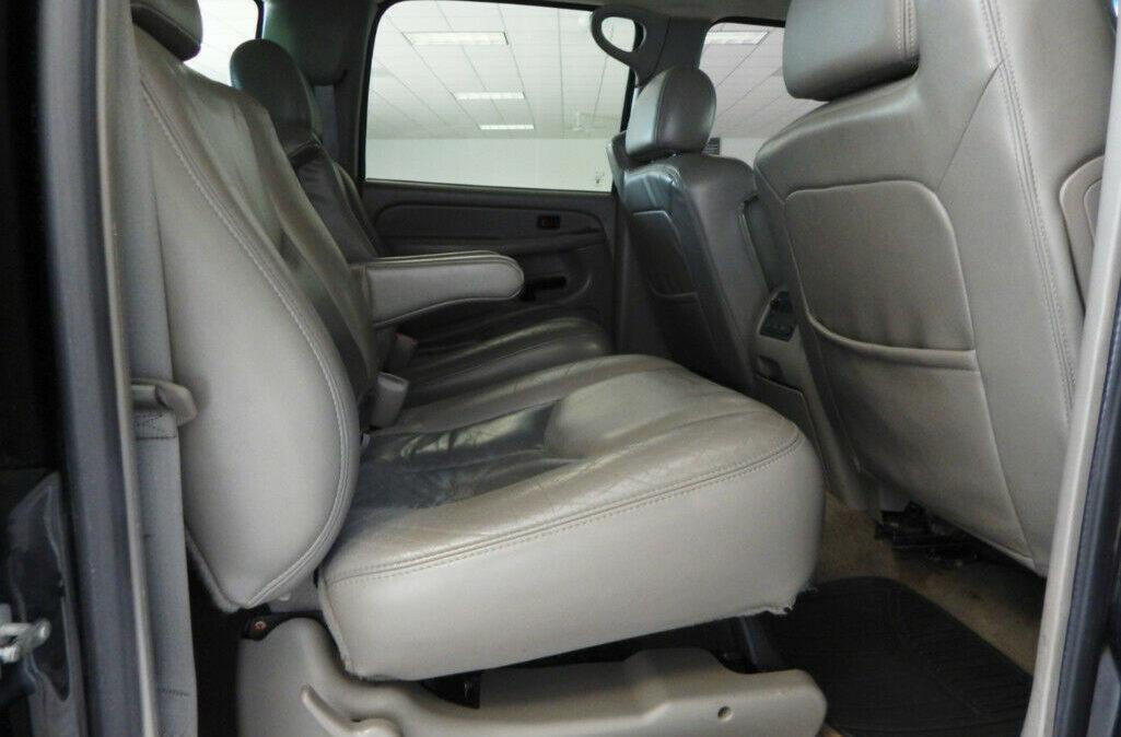 2005-Chevrolet-Suburban-2500-13