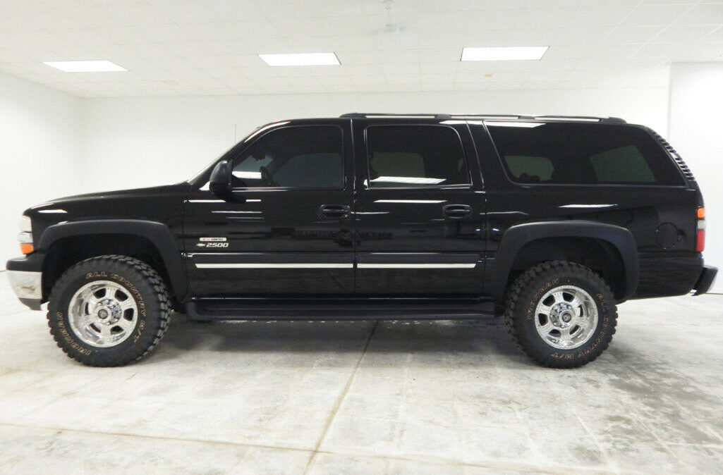 2005-Chevrolet-Suburban-2500-2