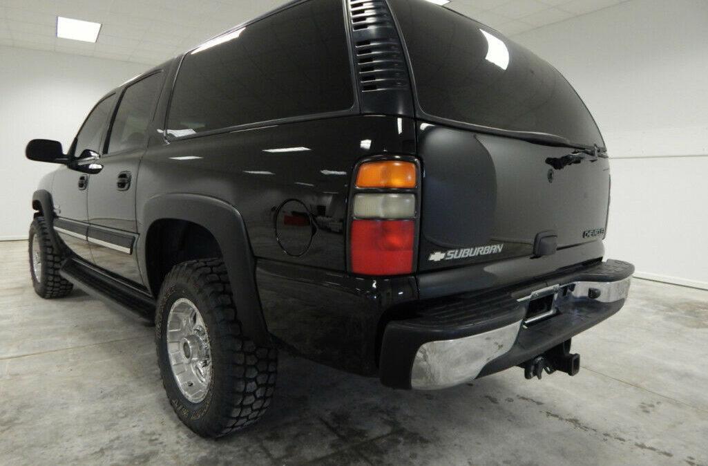 2005-Chevrolet-Suburban-2500-3