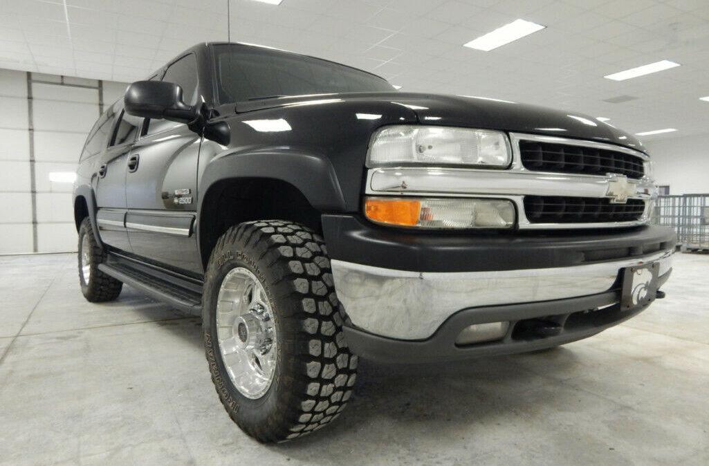 2005-Chevrolet-Suburban-2500-4