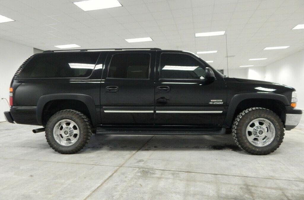 2005-Chevrolet-Suburban-2500-5