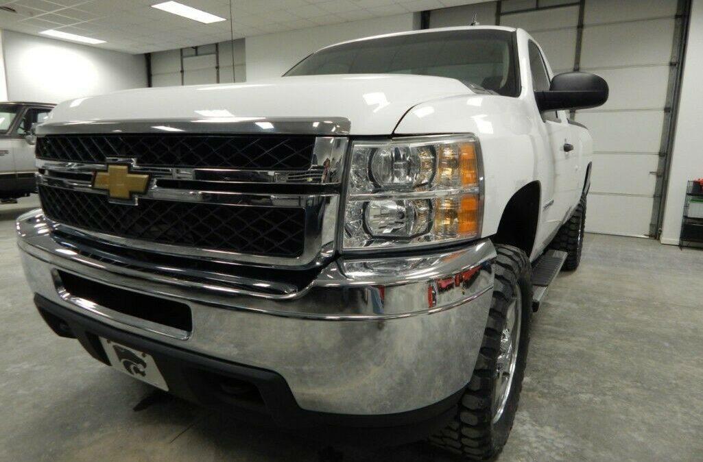 2011-Chevrolet-C-K-Pickup-2500-Silverado-01