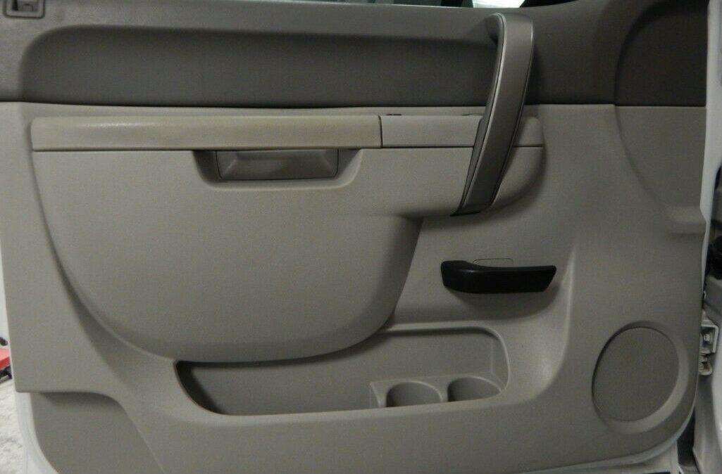 2011-Chevrolet-C-K-Pickup-2500-Silverado-010