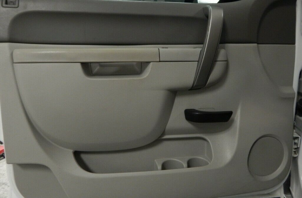 2011-Chevrolet-C-K-Pickup-2500-Silverado-09