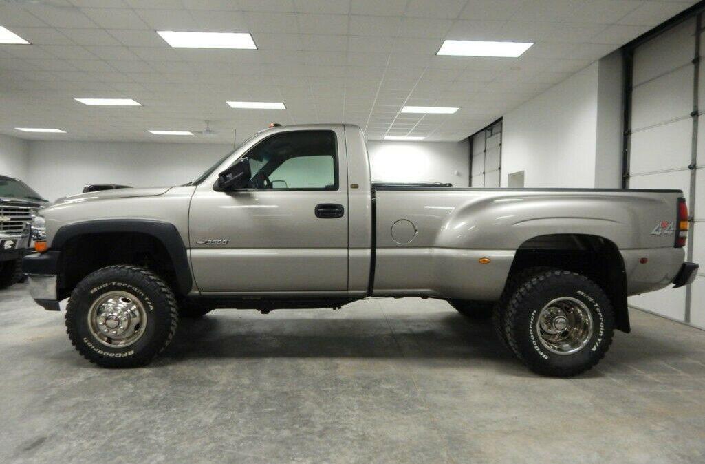 2001-Chevrolet-C-K-Pickup-3500-Silverado-02