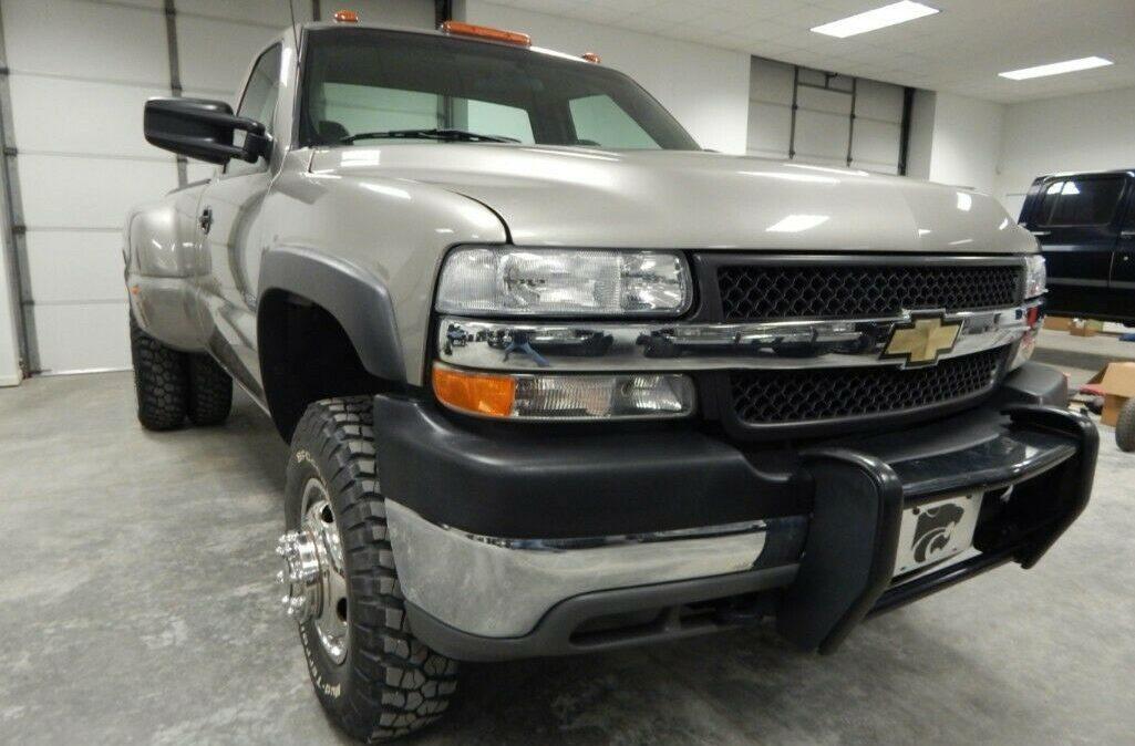 2001-Chevrolet-C-K-Pickup-3500-Silverado-04