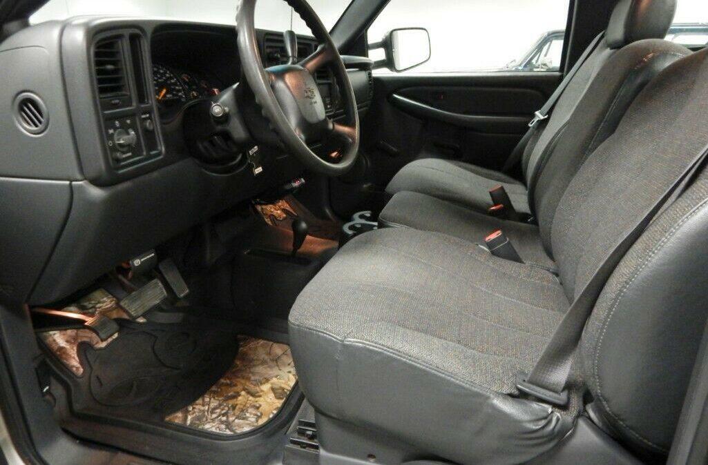 2001-Chevrolet-C-K-Pickup-3500-Silverado-07