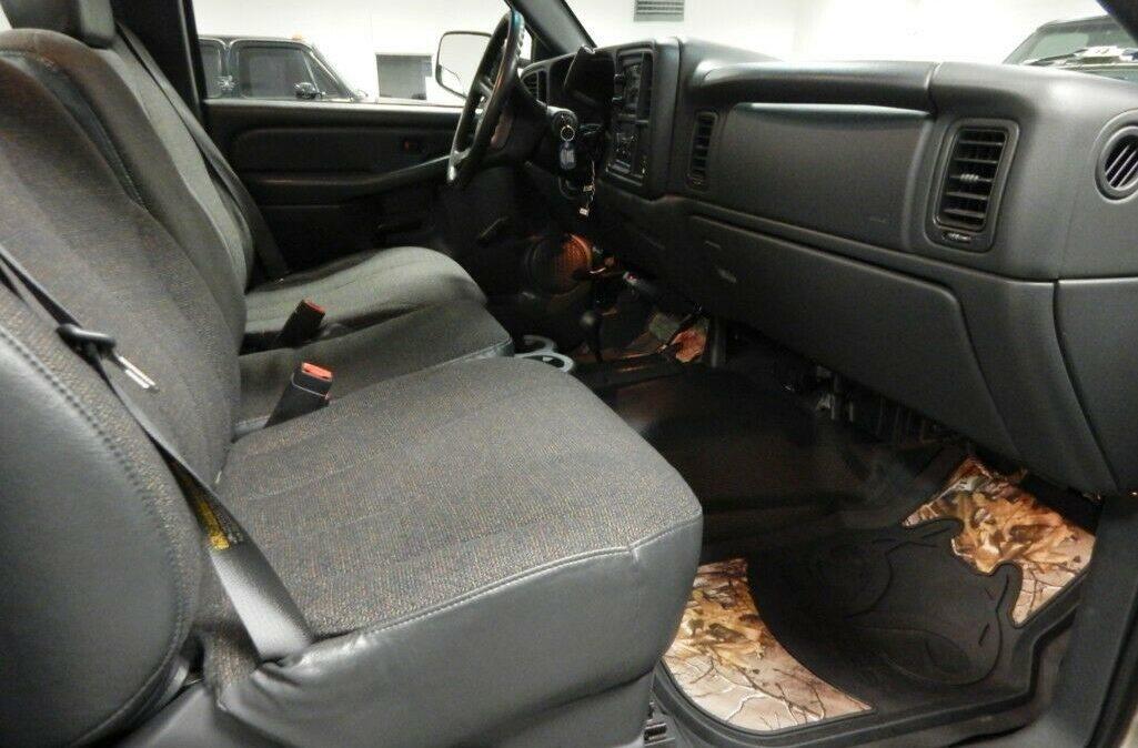2001-Chevrolet-C-K-Pickup-3500-Silverado-08