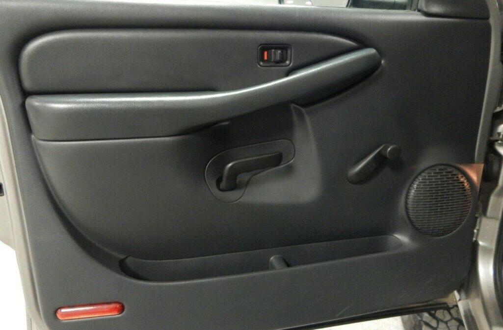 2001-Chevrolet-C-K-Pickup-3500-Silverado-09