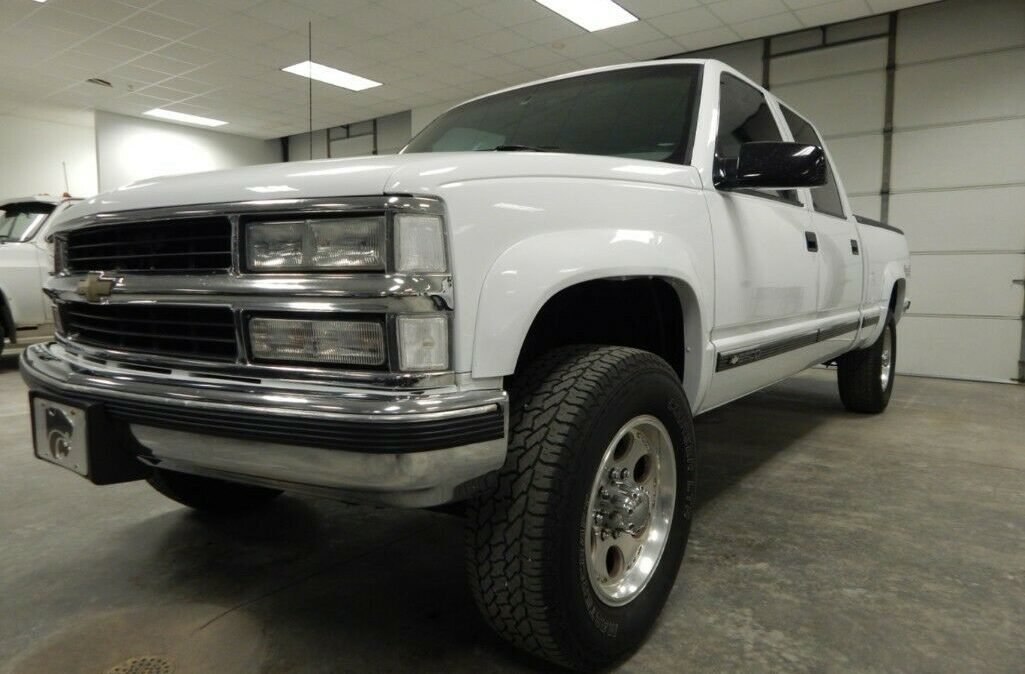 2000-Chevrolet-C-K-Pickup-2500-01