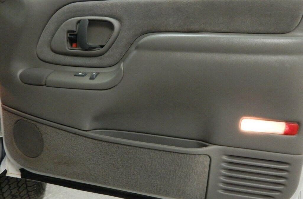 2000-Chevrolet-C-K-Pickup-2500-010