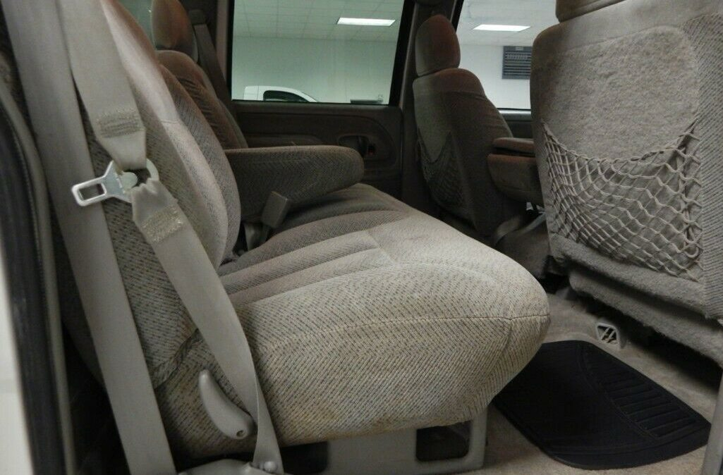 2000-Chevrolet-C-K-Pickup-2500-012