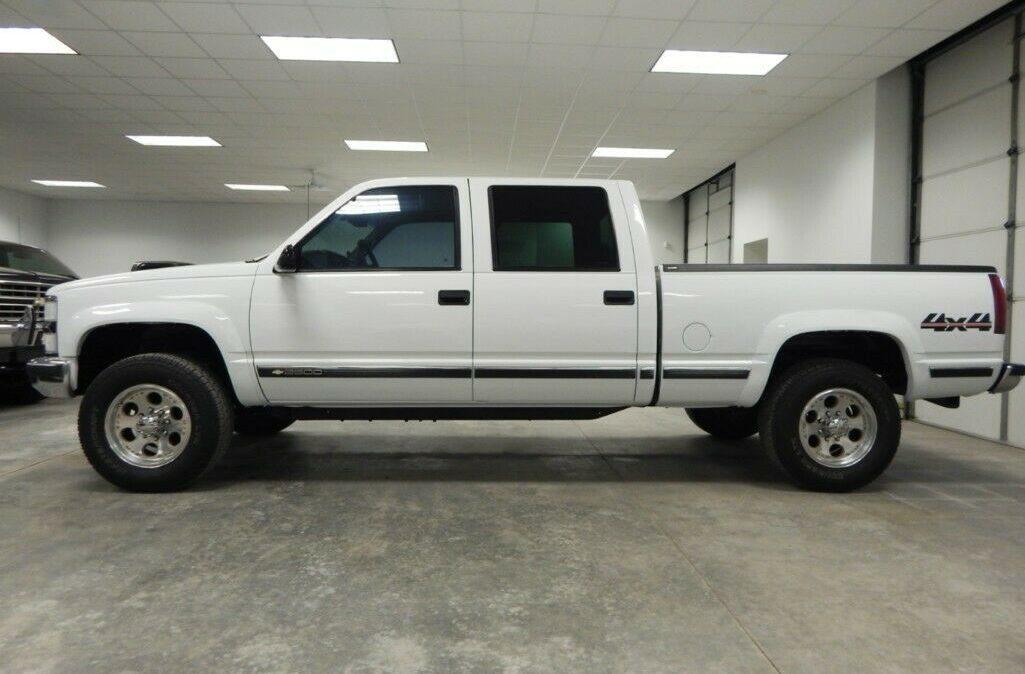 2000-Chevrolet-C-K-Pickup-2500-02