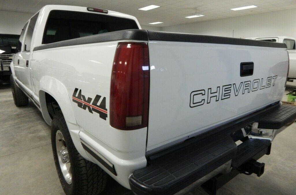 2000-Chevrolet-C-K-Pickup-2500-03