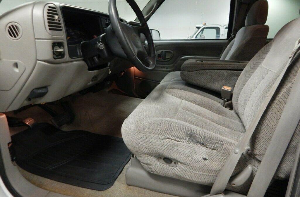 2000-Chevrolet-C-K-Pickup-2500-07