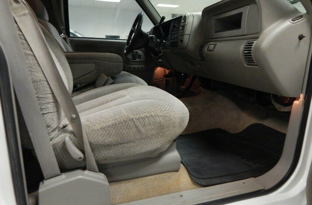 2000-Chevrolet-C-K-Pickup-2500-08