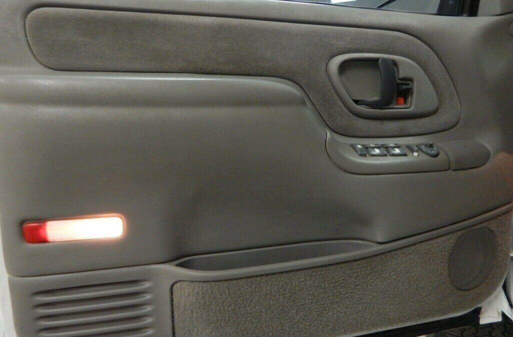 2000-Chevrolet-C-K-Pickup-2500-09