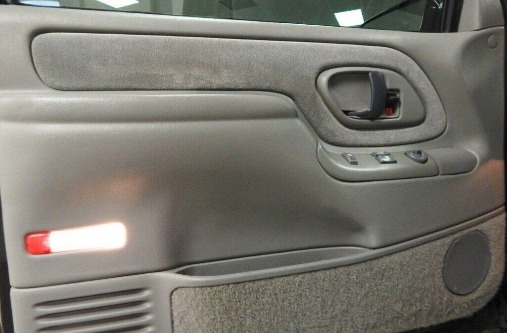 1998-Chevrolet-C-K-Pickup-2500-010