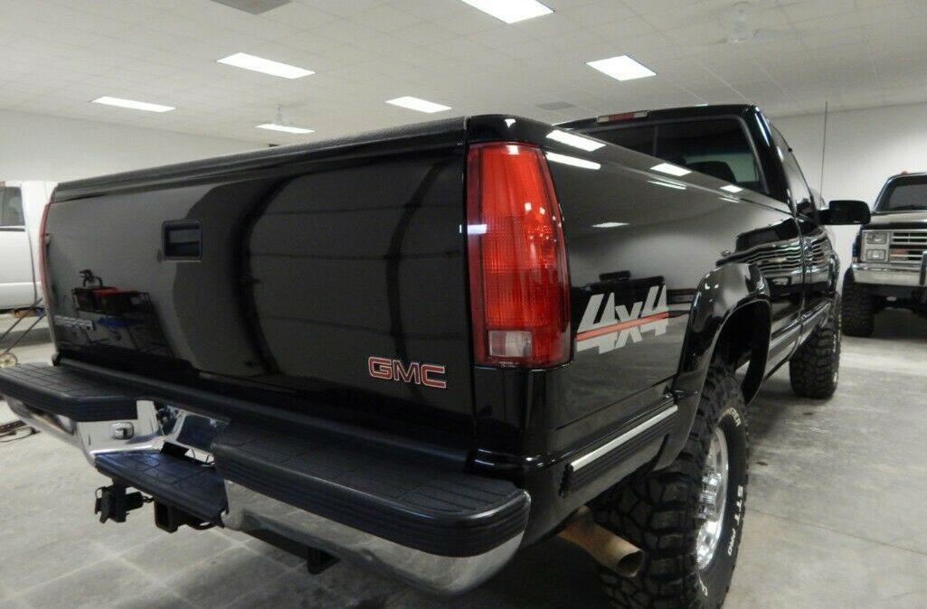 1998-Chevrolet-C-K-Pickup-2500-07