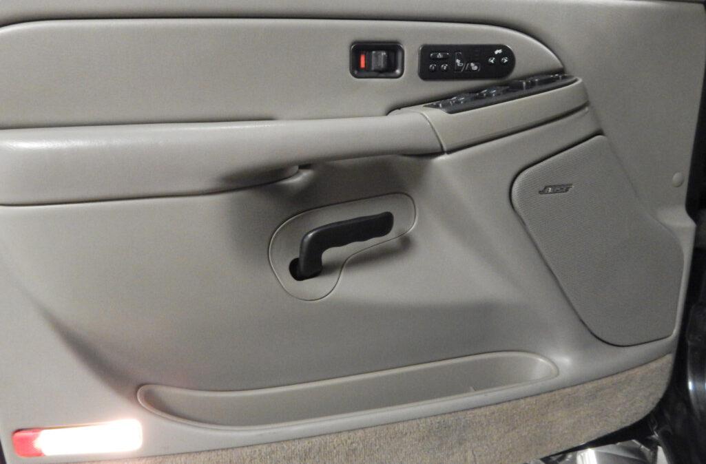 2005 Chevrolet Suburban 2500 (9)
