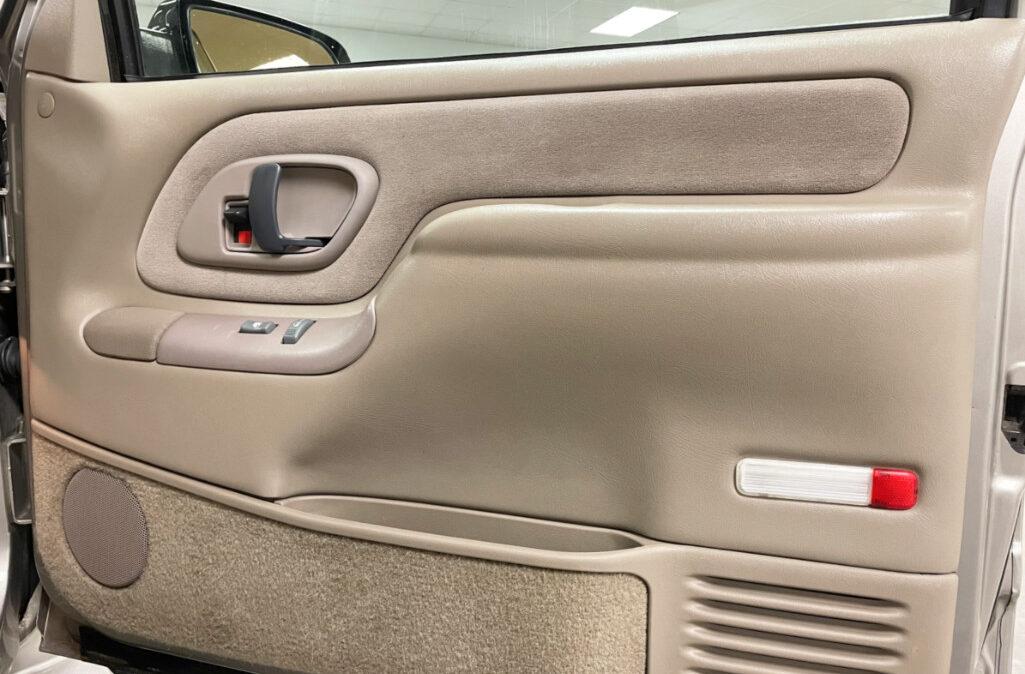 1999 GMC Suburban 2500 (10)