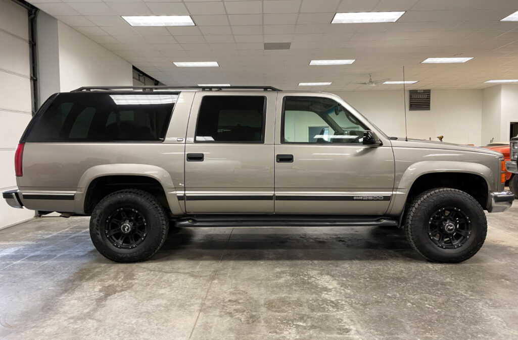 1999 GMC Suburban 2500 (5)
