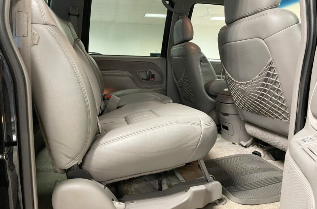 1999 Chevrolet Suburban 2500 (10)